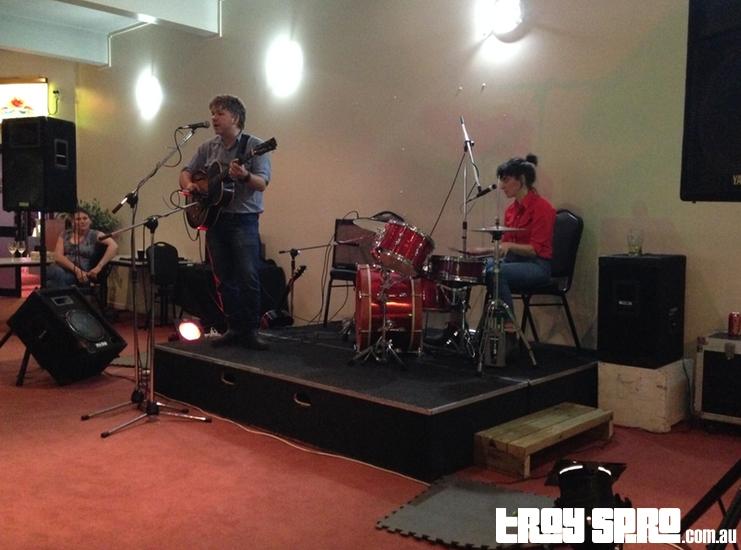 Darren Hanlon and Steph Hughes live music
