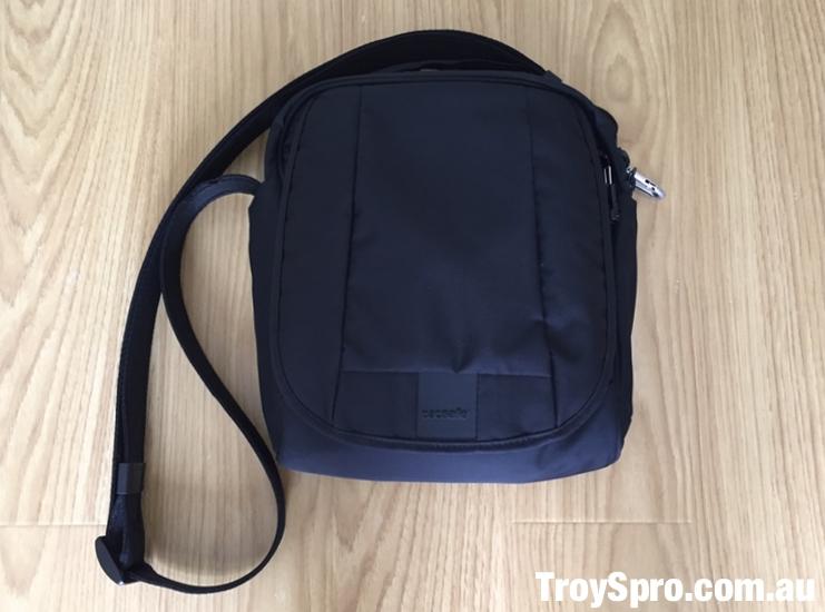 Anti-Theft Travel Bags Pacsafe Slashproof RFID Protected Metrosafe Shoulder Bag