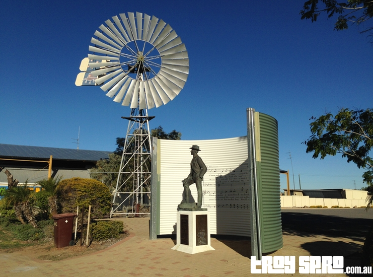 Banjo Paterson Statue Waltzing Matilda Centre Qantilda Museum Winton